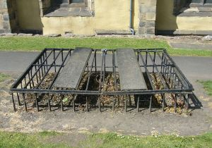 Mortsafe in Greyfriars Kirkyard, Edinburgh - Wikipedia Photo