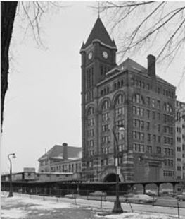 I loved IC Station in Michigan Avenue. It was built in 1893. It was torn down in 1974 when municipal vandalism won out over preservation and common sense.